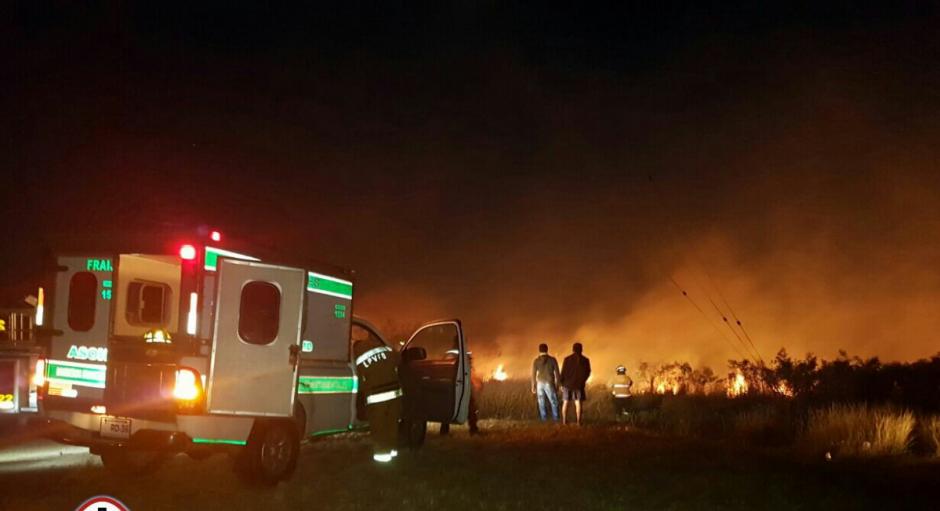 Desde horas de la tarde se reportó la emergencia. (Foto: Bomberos Municipales Departamentales)