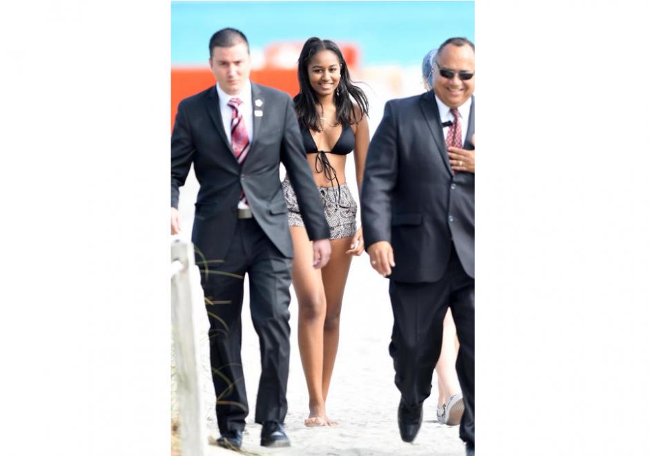 Con dos escoltas fue vista la hija menor de Obama. (Foto: Grosby Group)