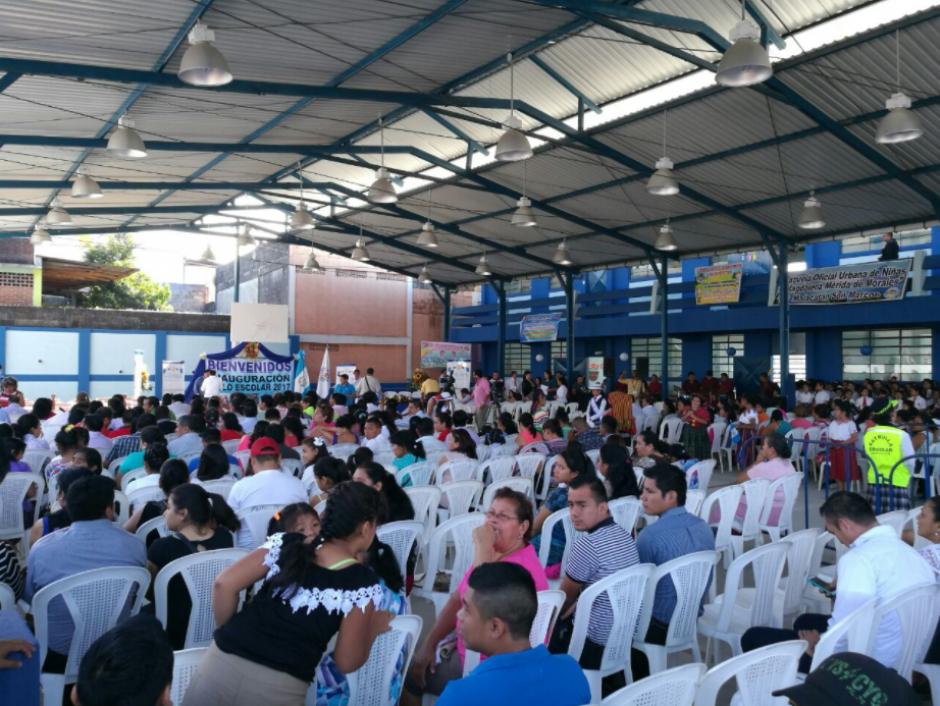 El mandatario inauguró el ciclo escolar en una escuela de Malacatán, San Marcos. (Foto: Twitter, MineducGT)