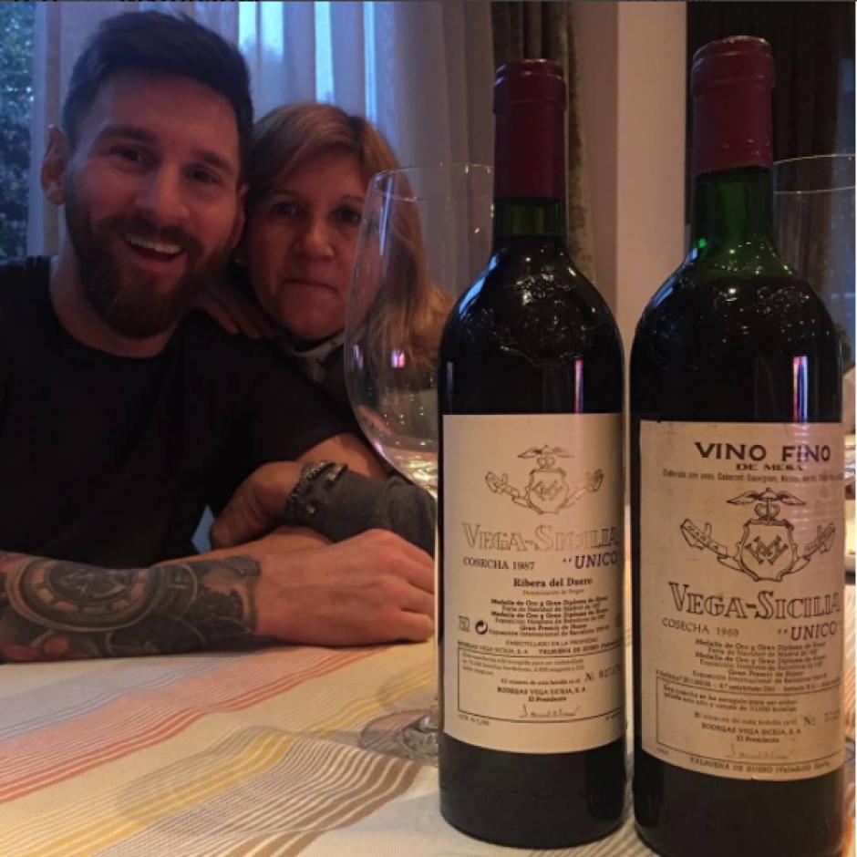 Messi y su madre tomaron vino para celebrar el cumpleaños  de ella. (Foto: Instagram)