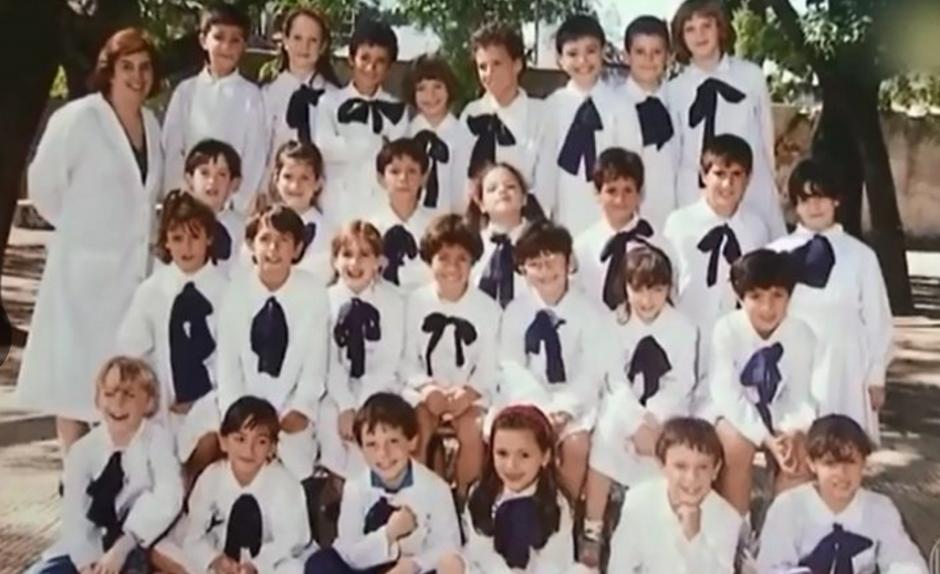 Junto a la promoción de su escuela en la primaria. (Foto: Globoesporte / GDA)