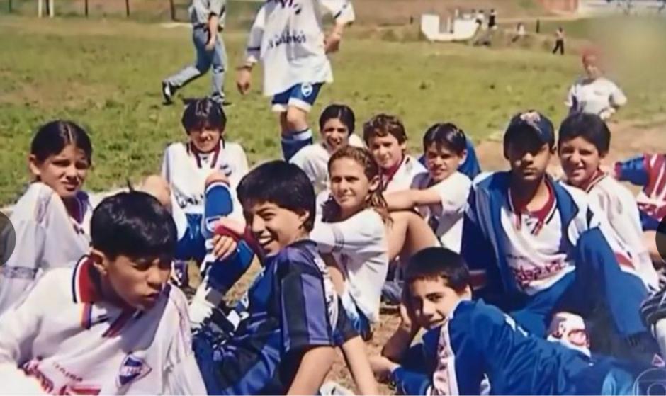 Luis Suárez en una convivencia con sus amigos de fútbol. (Foto: Globoesporte / GDA)