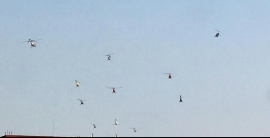 La tarde del miércoles varios helicópteros sorprendieron a los capitalinos. (Foto: Facebook/Doris Estrada)