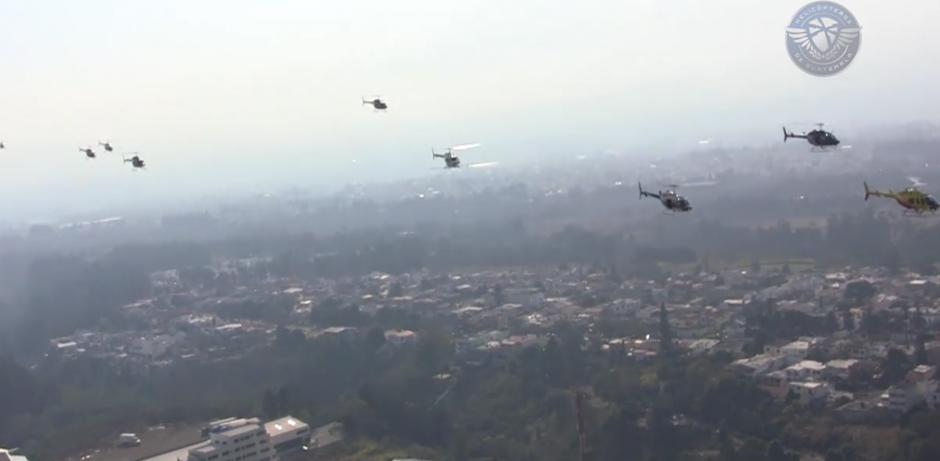 El impresionante momento fue visto por varios capitalinos. (Foto: Facebook/Helicópteros de Guatemala)