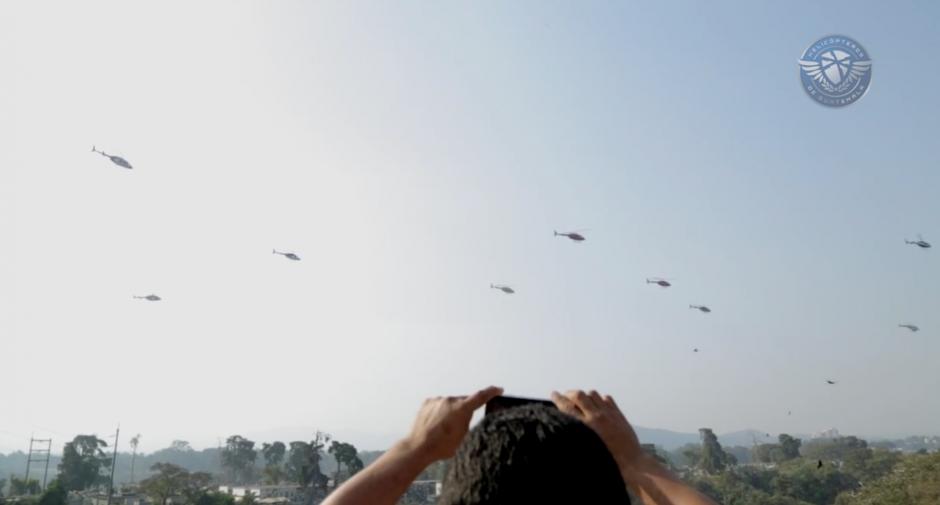 Los helicópteros llegaron al Cementerio General para dar adiós a su fundador. (Foto: Facebook/Helicópteros de Guatemala)