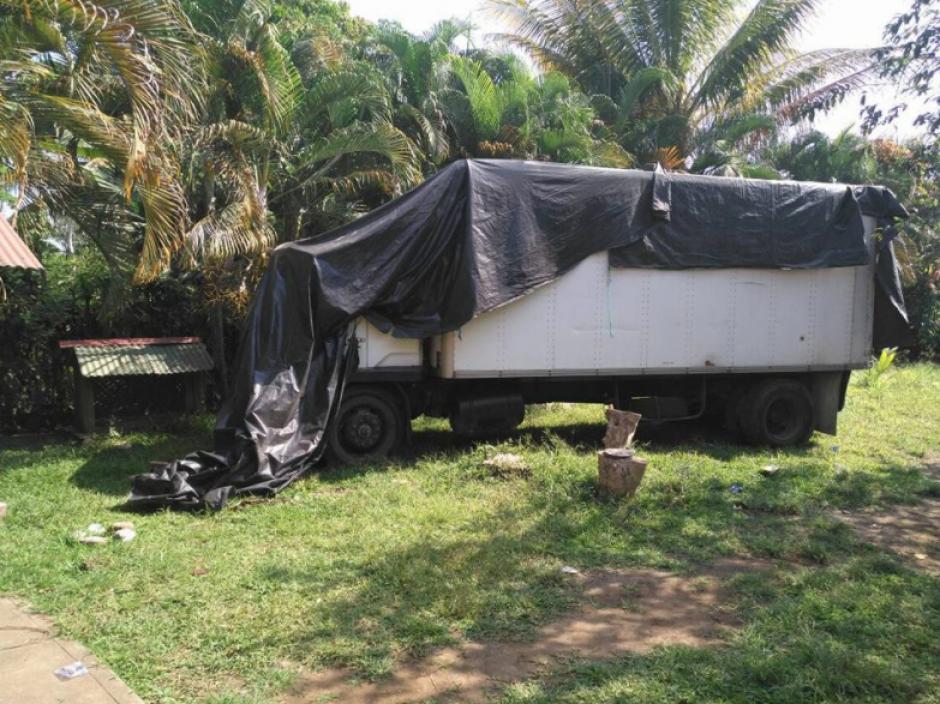 El camión fue localizado en un predio en San Sebastián, Retalhuleu. (Foto: PNC)