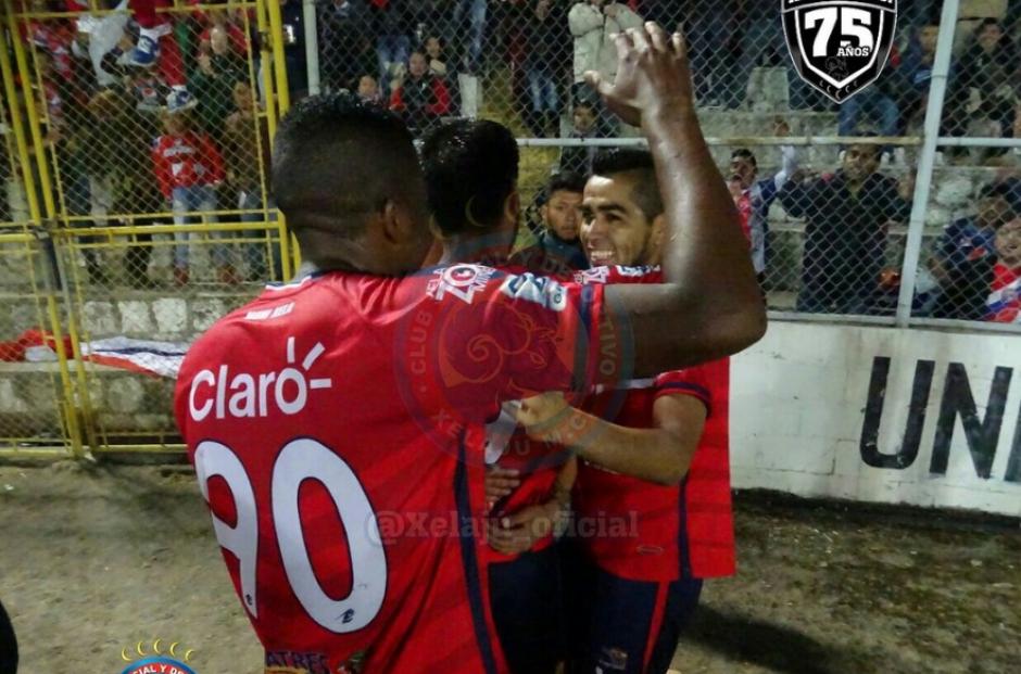 El colombiano William Zapata utilizó una camisola con el número 90. (Foto: Twitter/Xelaju_Oficial)