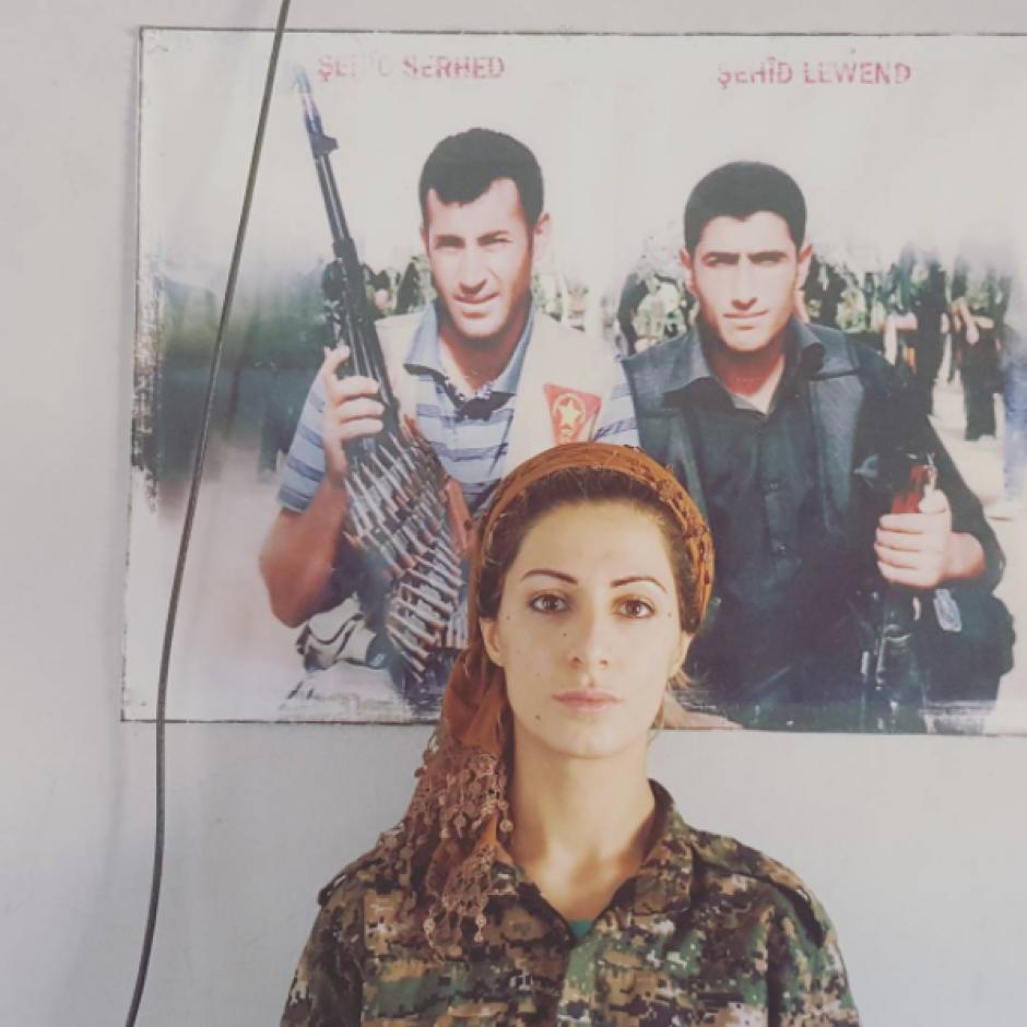 La joven se unió a las filas kurdas, pero ahora que regresó a su país, tiene miedo que los yihadistas tomen represalias en su contra. (Foto: Instagram, joannapalani2)