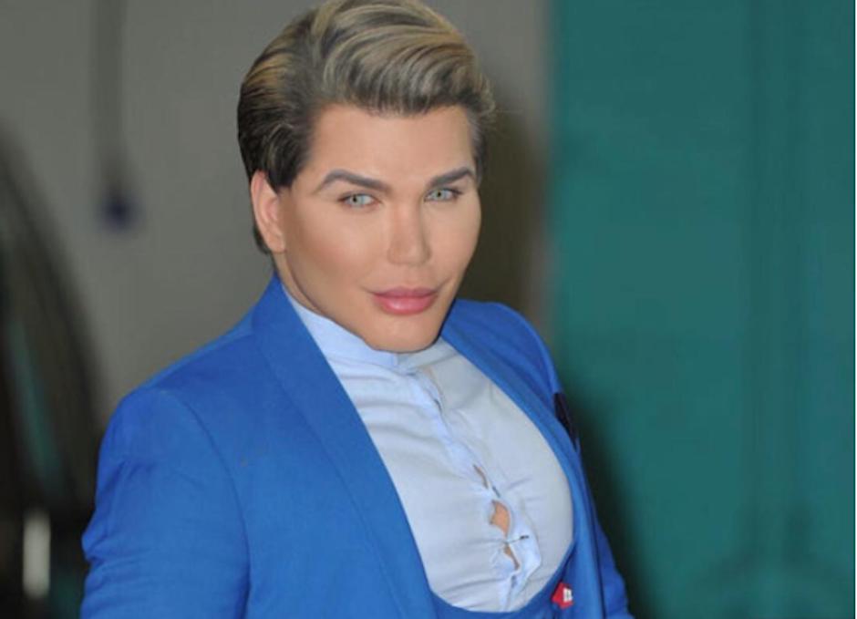 Aunque dice no haber querido parecerse a Ken, se siente cómodo con su aspecto físico. (Foto: Instagram/@rodrigoalvesuk)