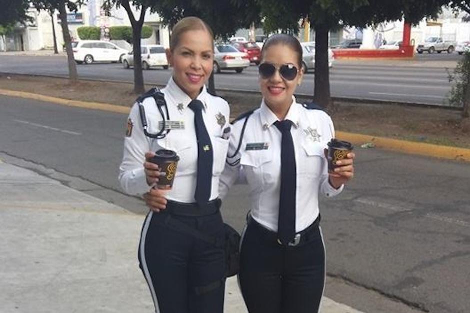 Gaby y Cristy son compañeras de trabajo en la policía municipal de Culiacán, México. (Foto: cafenegroportal.com)