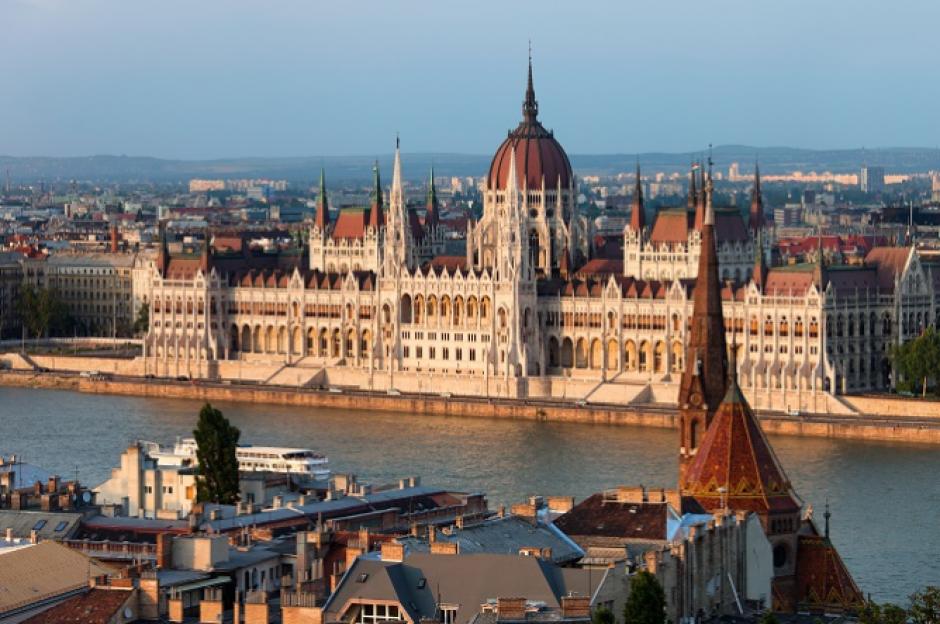 Hungría se coloca en el séptimo puesto al tener hoteles de 100 pesos (Q37) en Budapest. (Foto: Skyscanner)