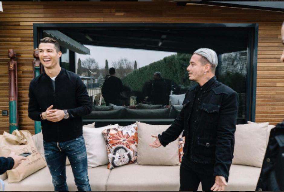 Entre risas y bromas J Balvin y Cristiano Ronaldo. (Foto: Instagram)