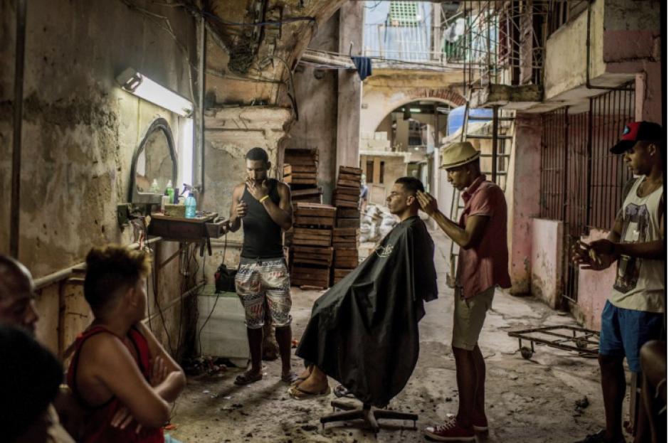 Una vieja barbería en la Habana Vieja Cuba. (Foto: Tomás Munita/New York Times)
