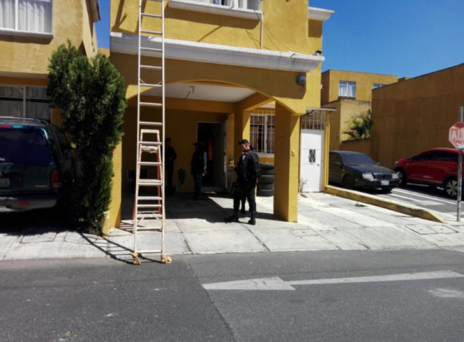 La vivienda de Rodríguez, ubicada en Chinautla, fue allanada como seguimiento a la captura de dos personas que hacían amenazas con un arma de fuego en Chinautla. (Foto: Mingob)