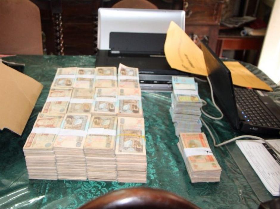 El dinero en efectivo fue localizado dentro de una caja de cartón en la vivienda de la septuagenaria. (Foto: Mingob)