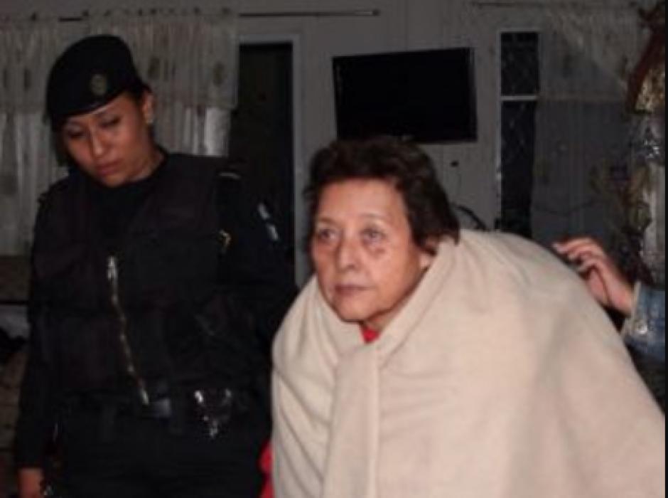 La sindicada fue identificada como Gloria Rodríguez Santiago, de 74 años. (Foto: Mingob)
