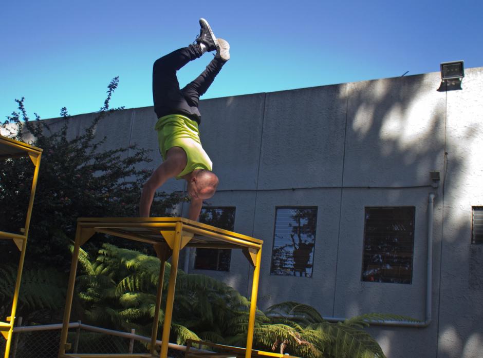 Algunos de los principios que enseñan en la academia y son esenciales para el parkour son fortaleza y equilibrio. (Foto: José Dávila/Soy502)