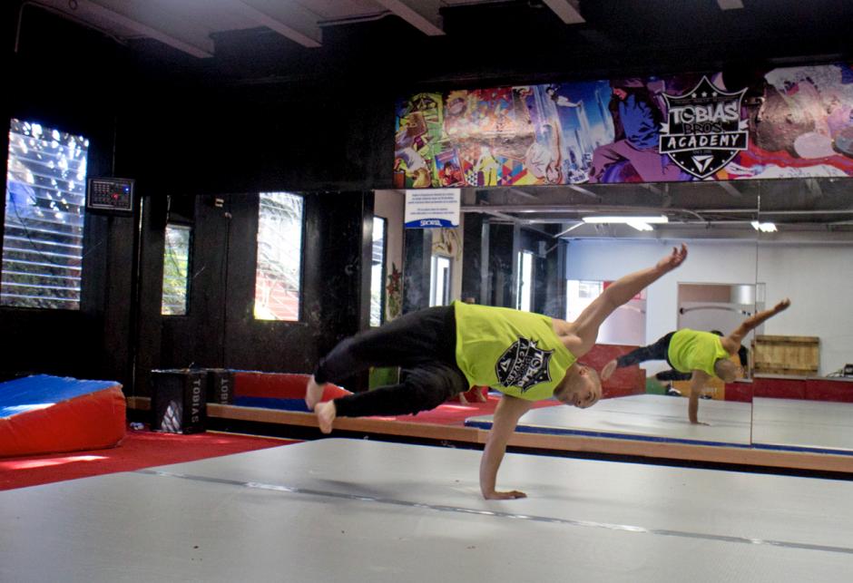 Las academias Tobías Bros cuentan con espacios adecuados para la práctica de parkour y tricking. (Foto: José Dávila/Soy502)
