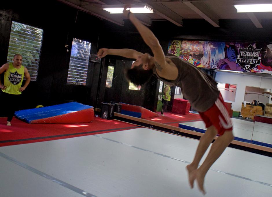 """Los saltos """"mortales"""" son la especialidad de muchos. (Foto: José Dávila/Soy502)"""