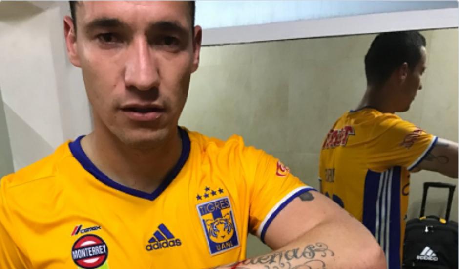 El jugador de Tigres mostró en redes sociales la herida provocada por malos aficionados. (Foto: Twitter)