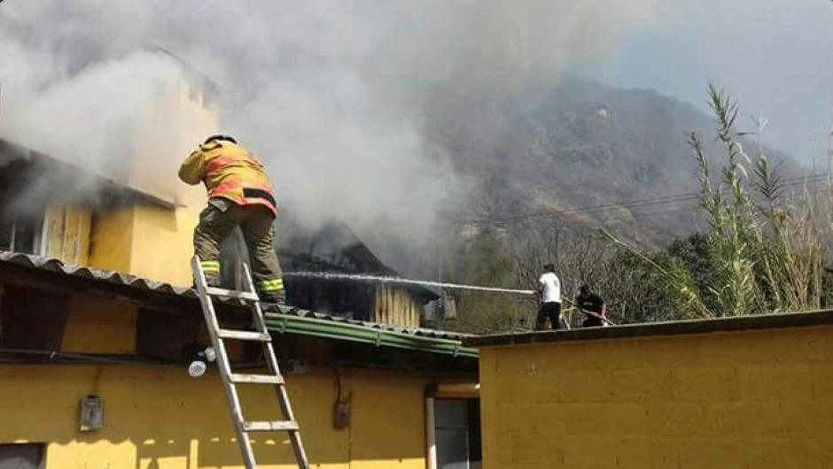 El incidente se originó en una habiltación del segundo nivel. (Foto: Bomberos Voluntarios)