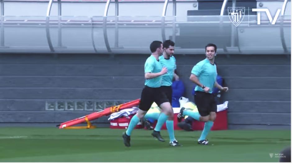 El juego se pudo desarrollar y terminó empatado a un gol por bando. (Captura Youtube)