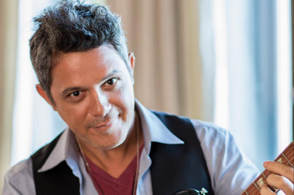 El cantautor español reconoció así el talento de los guatemaltecos. (Foto: Billboard.com)