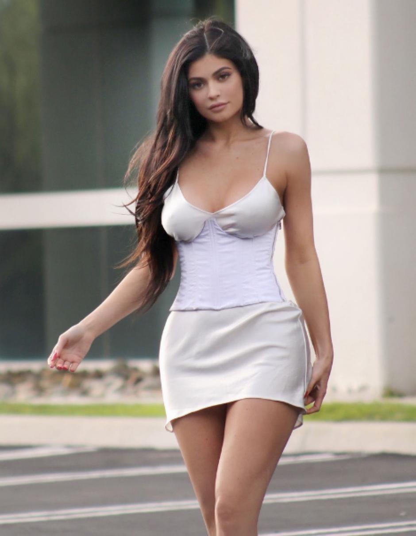 Kylie siempre llama la atención de sus seguidores con su sensual vestimenta. (Foto: TMZ)