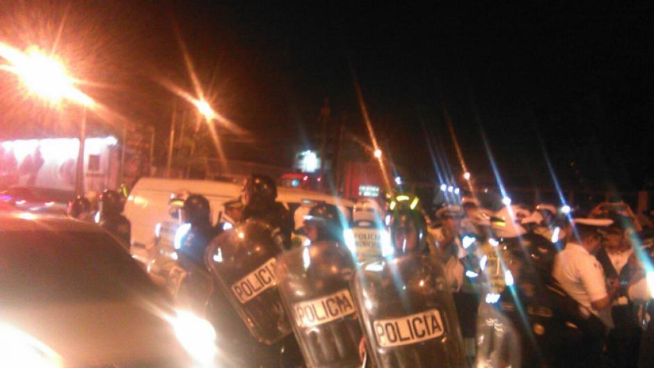 Luego del altercado los antimotines de la PNC llegaron al lugar. (Foto: Dalia Santos)