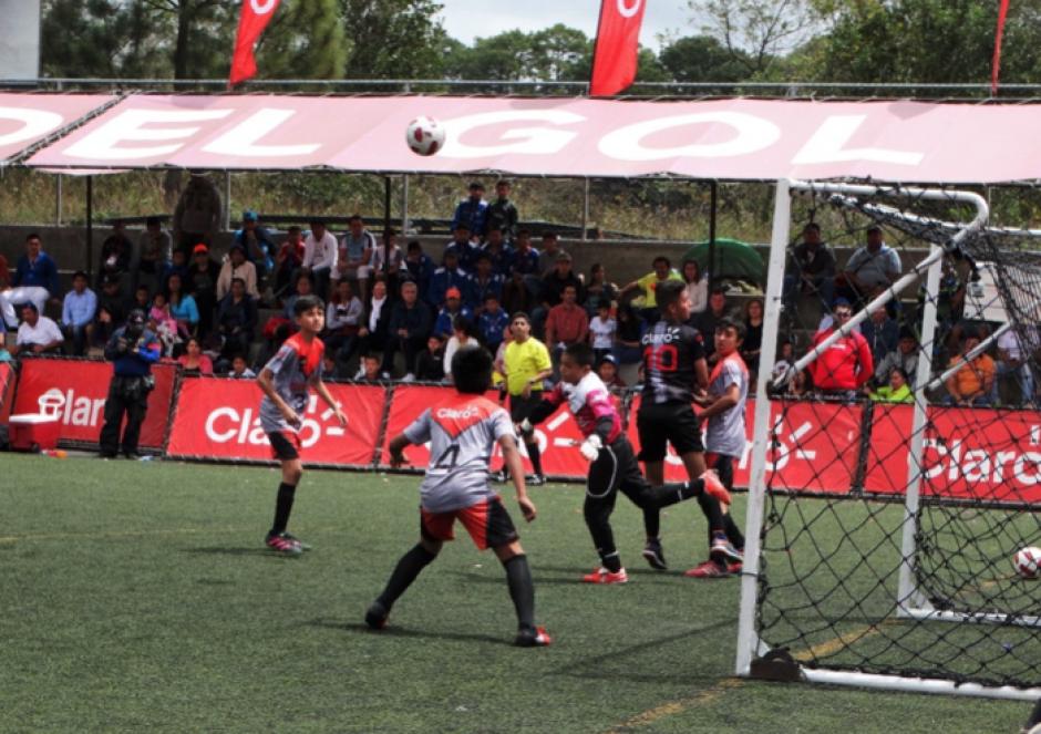 Club Menedy versus Xelaju MC, tensión en el campo de juego a pocos minutos de finalizar el partido. (Foto: cortesía Darianelly Aquino)