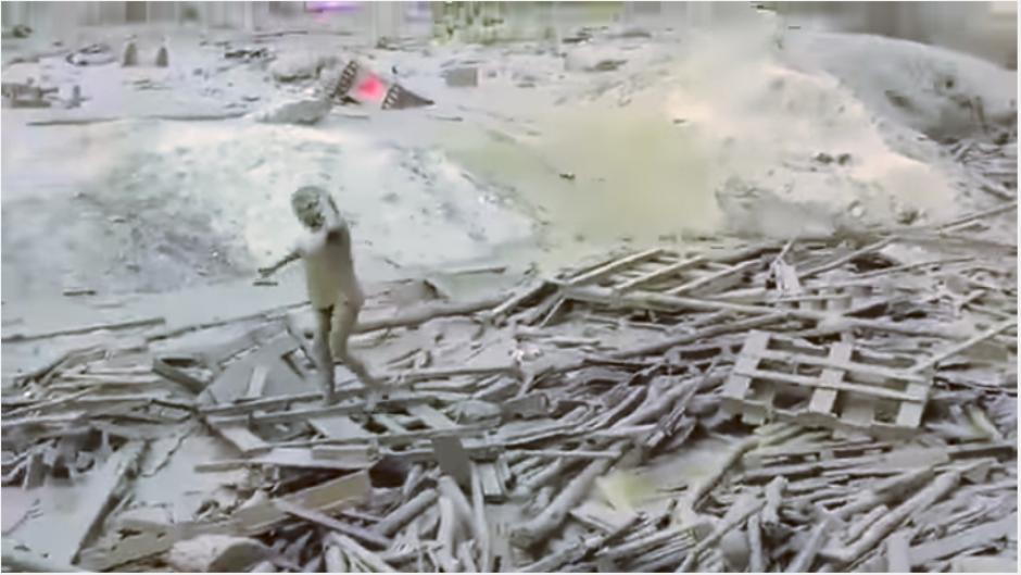 Con dificultad, pero con el deseo de vivir, Evnagelina Chamorro logra salir de la trampa. (Captura video)