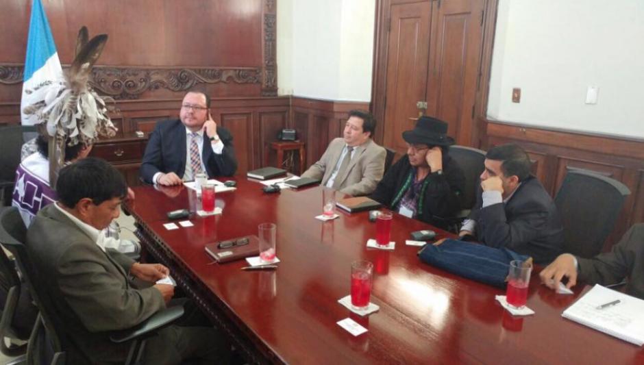 En su lugar fue recibido por Carlos Rodríguez secretario de Cabrera. (Foto: Vicepresidencia)