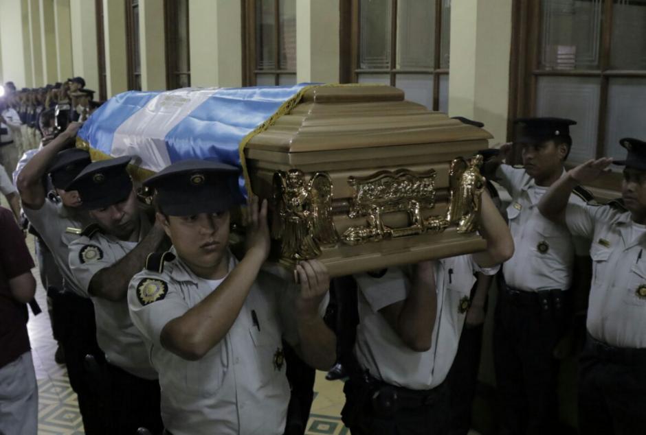 Las honras fúnebres se realizaron en la Dirección General de PNC. (Foto: Alejandro Balán/Soy502)