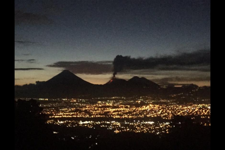 El ojo de Sebastián Siero captó la columna de ceniza que sale del cráter del Volcán de Fuego. (Foto: Sebastián Siero)
