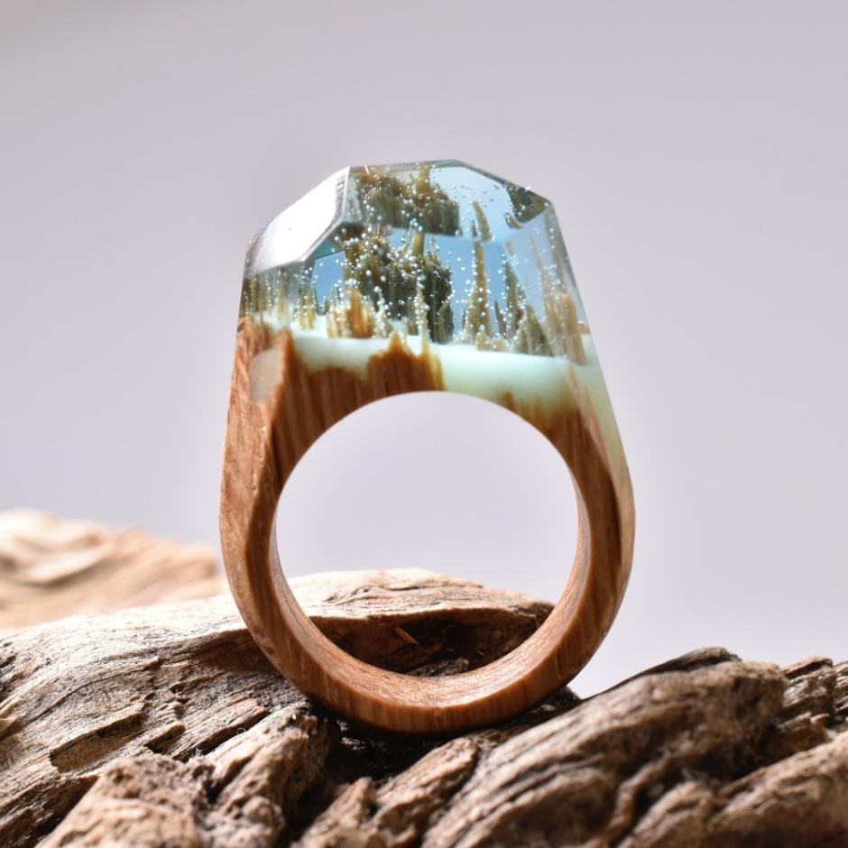 Sorprendentes anillos de madera con mundos en miniatura. (Foto: Secret Wood)