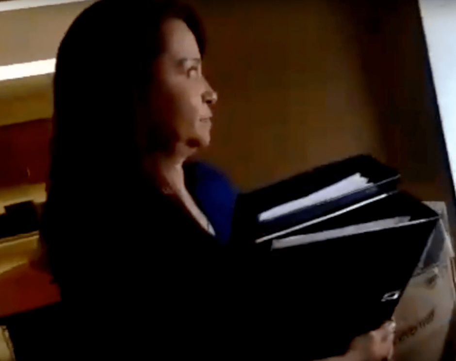 Una de las empleadas de Rabbé intentó ocultar documentos del entonces diputado. (Foto: Archivo/Soy502)