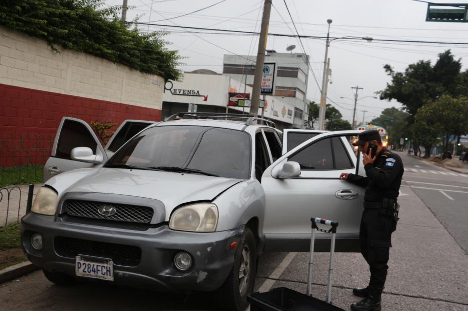 Este es el vehículo en el que pretendían huir los ahora detenidos. (Foto: PNC)