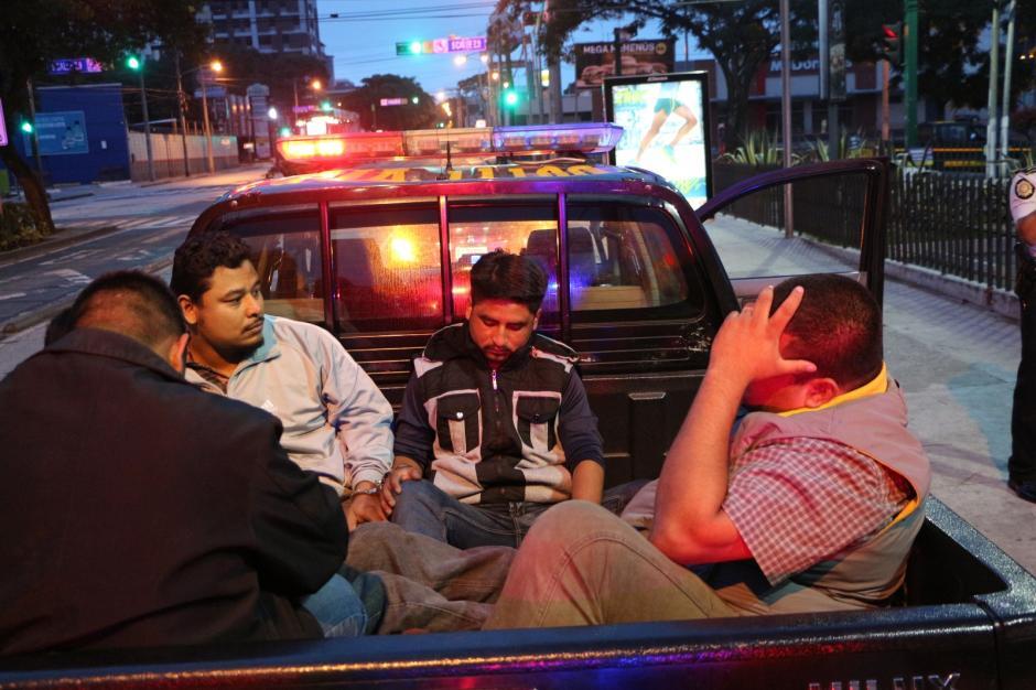 Entre los detenidos se encuentra un guardia de seguridad privada. (Foto: PNC)