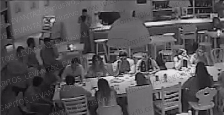 Estas son imágenes de las cámaras de seguridad del restaurante. (Foto: cnnespanol.cnn.com)