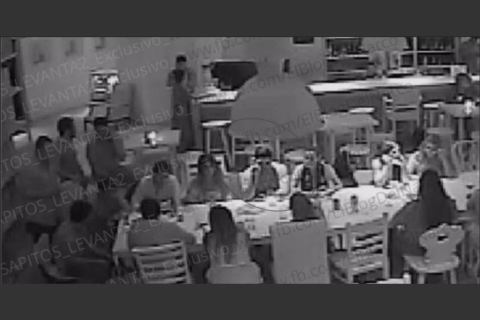Estas fotografías fueron tomadas de las cámaras de seguridad del restaurante. (Foto: cnnespanol.com)
