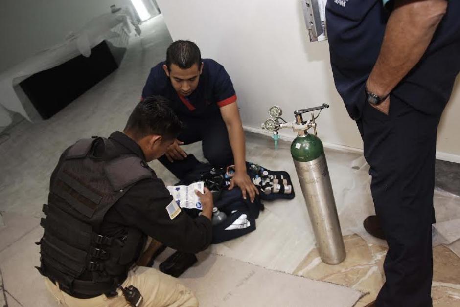 Incluso uno de los paramédicos que acudía a la actividad, para brindar servicios en caso de emergencia, tuvo que pasar por un detallado control de la seguridad. (Foto: Jesús Alfonso/Soy502)