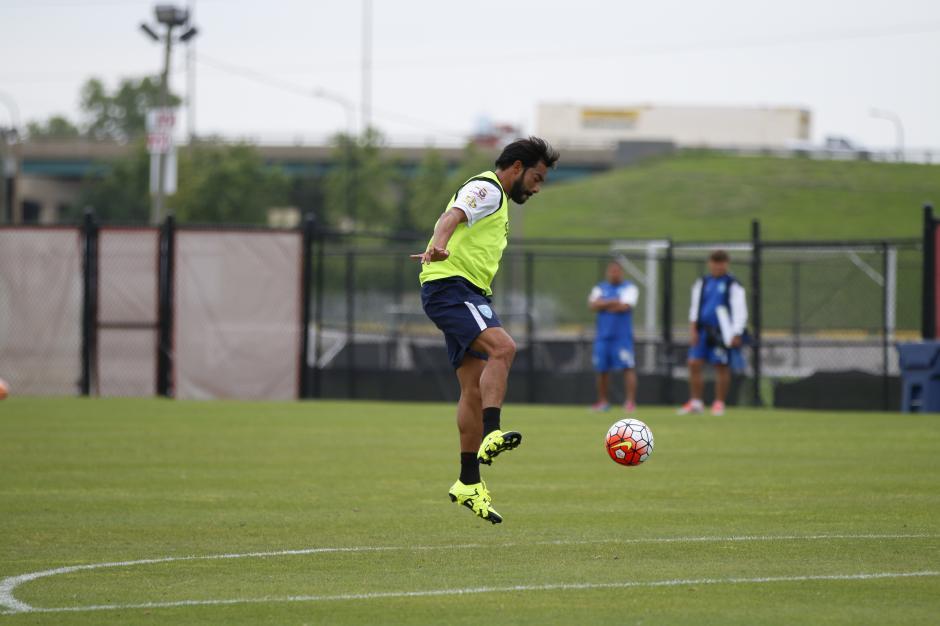 """Carlos """"El Pescado"""" Ruiz, durante el último entreno de la Bicolor previo a su debut en la Copa Oro 2015. (Foto: Aldo Martínez/Nuestro Diario)"""
