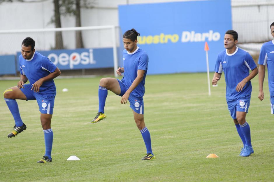 Carlos Estrada (al centro) tiene 19 años y es el más joven del grupo de seleccionados. (Foto: Pedro Pablo Mijangos/Soy502)