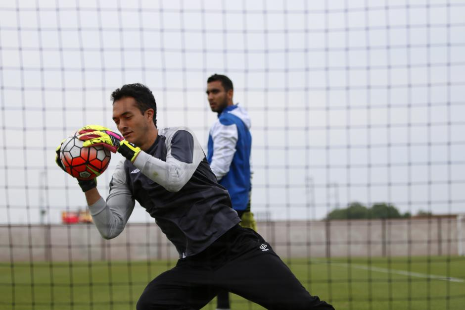 El portero Ricardo Jerez hizo pruebas en el punto de penal. (Foto: Aldo Martínez/Nuestro Diario)