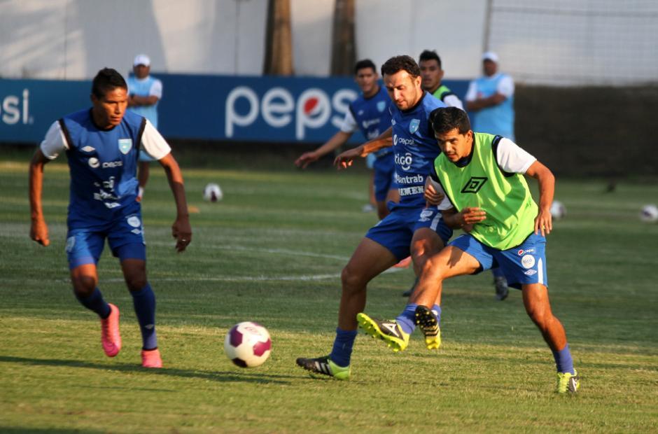 Jorge Ortíz, Aslinn Rodas y Marco Rivas en la práctica de la Sele. (Foto: Luis Barrios/Soy502)