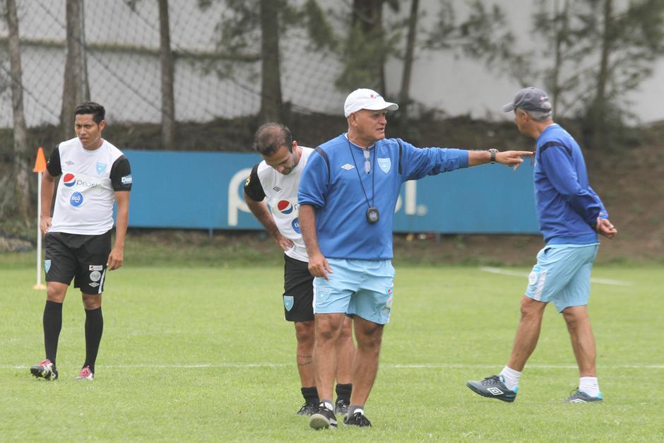 Walter Claverí estuvo atento dando instrucciones. (Foto: Luis Barrios/Soy502)