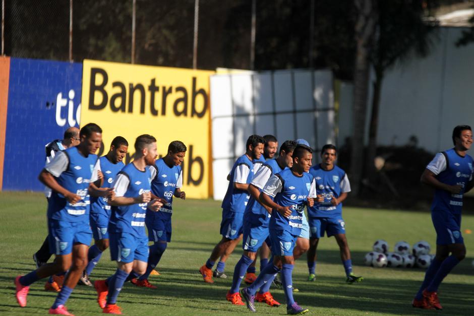 Los 24 seleccionados durante el entreno. (Foto: Luis Barrios/Soy502)