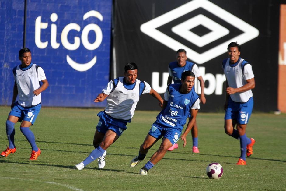 Carlos Castrillo y Luis Martínez en plena práctica de la Sele. (Foto: Luis Barrios/Soy502