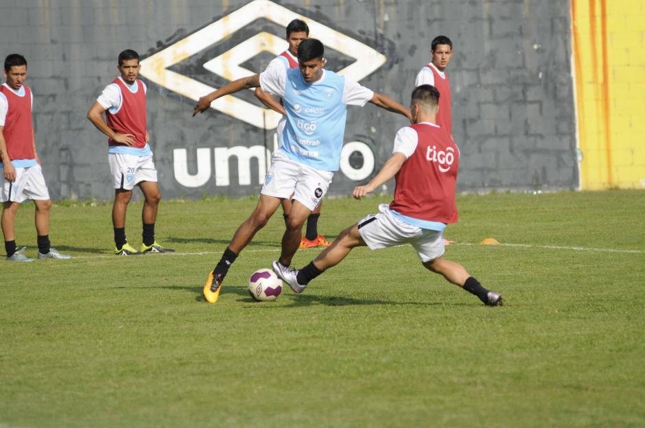 Moisés Hernández y Stefano Cincotta captados en el entreno.  (Foto: Pedro Pablo MIjangos/Soy502)