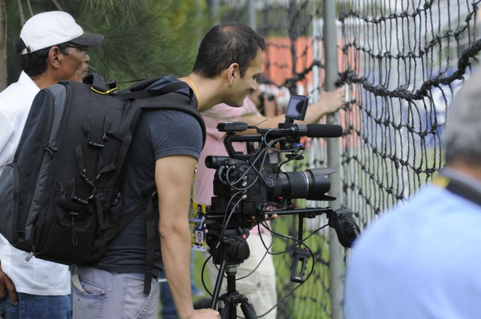 Periodistas estadounidenses de la MLS se hicieron presente en el entreno de Guatemala.  (Foto: Pedro Pablo MIjangos/Soy502)